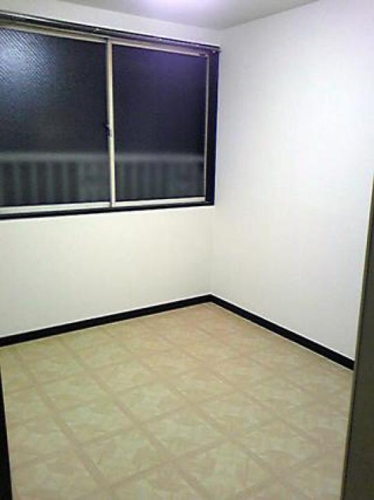 リビング - 完全独立型 ロフト付アパート 1階 新宿まで18分と大変便利} - ルームシェアルームメイト