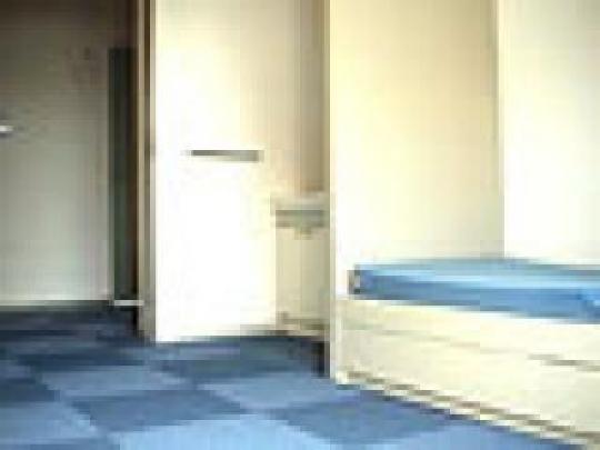 個室 - 初月3万円!駅近でお部屋に洗面台とバルコニー付きの1人部屋} - ルームシェアルームメイト
