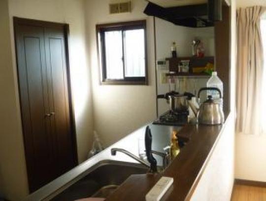 キッチン - センター北駅歩いて7分間 一戸建て、駐車場あるいい部屋。新横浜まで15分} - ルームシェアルームメイト