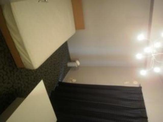 個室 - 仙台駅から1駅目の五橋駅徒歩4分 ベランダつきの5畳部屋と、10畳の共用リビングで4.4円/} - ルームシェアルームメイト
