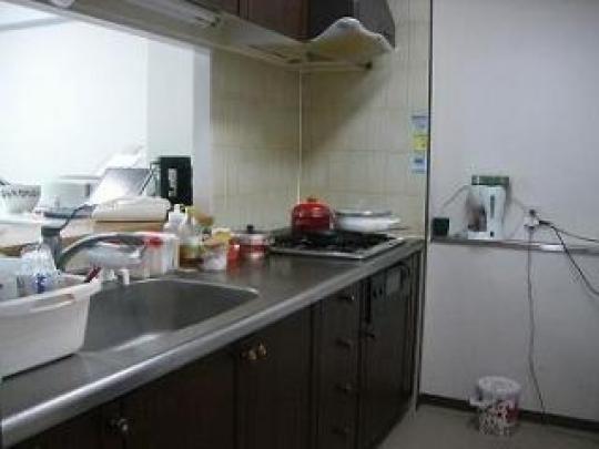 キッチン - 閑静な住宅街、マンション上階3LDKのお部屋です。和室6畳(即入居OK)} - ルームシェアルームメイト