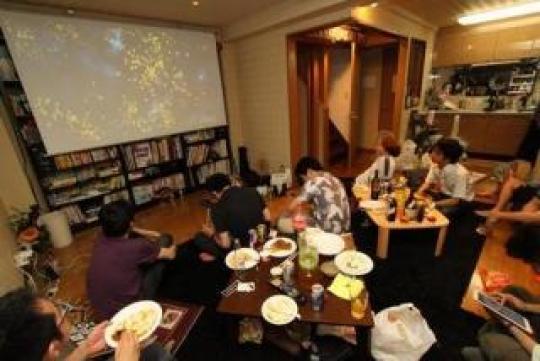 リビング - ものづくり系シェアハウス・渋谷モクモクハブ} - ルームシェアルームメイト