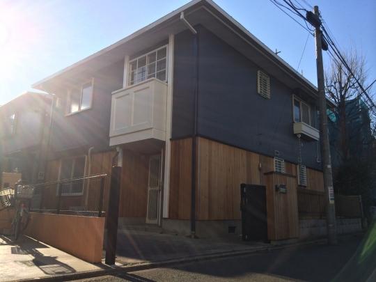 建物 - 新宿、渋谷まで15分♪家賃3万キリ!25畳の広々リビング♪空室残り3つとなりました!} - ルームシェアルームメイト
