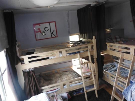 ベッド - 新宿まで歩いて行けます^^学生no.1認知度 シェアハウス トーキョー馬場大学に住んで一緒に出会いを増やしませんか?} - ルームシェアルームメイト