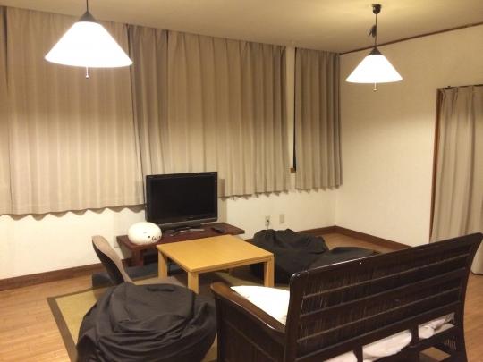 リビング - 西横浜徒歩5分保土ヶ谷徒歩10分 6LDK 全個室} - ルームシェアルームメイト