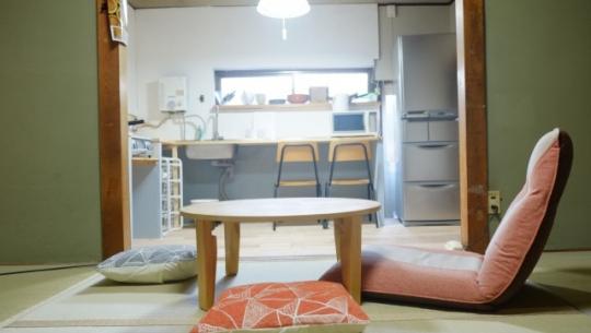 リビング - 【京都】30人の若者がおうち6軒をシェアするシェアハウス@伏見} - ルームシェアルームメイト