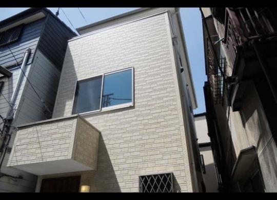 建物 - クリエイターが集まるコンセプト型シェアハウス!} - ルームシェアルームメイト
