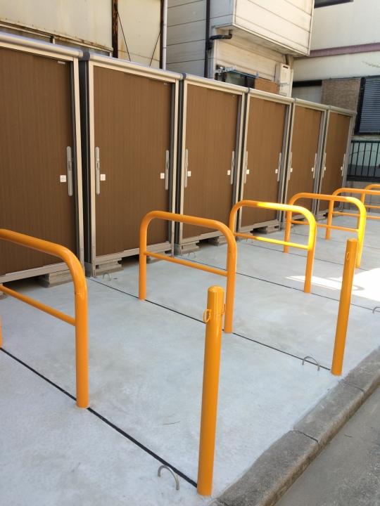 駐車スペース - 神戸市兵庫区バイク駐車場&便利な物置♪} - ルームシェアルームメイト