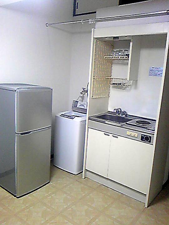 リビング - 半月間 家賃無料 新宿まで18分 ロフト付ワンルームアパート  1階 2階のお部屋です} - ルームシェアルームメイト