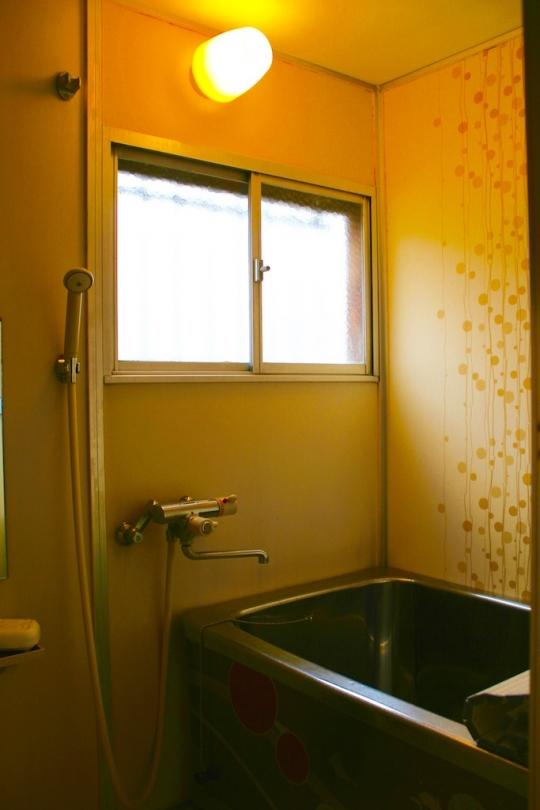 シャワー - 駅まで徒歩1分!外国人に人気の超便利なシェアハウス*} - ルームシェアルームメイト