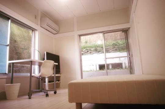 個室 - 【女性限定】横浜から電車で9分!完全個室テレビ付き女性限定シェアハウス} - ルームシェアルームメイト