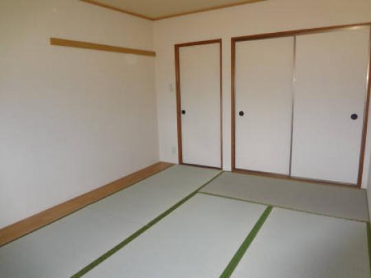 個室 - 3DKマンションの個室} - ルームシェアルームメイト