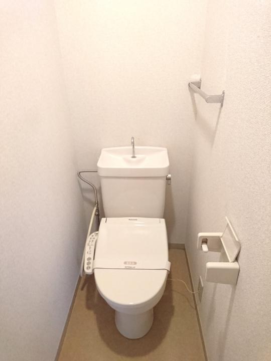 トイレ - 3DKマンションの個室} - ルームシェアルームメイト