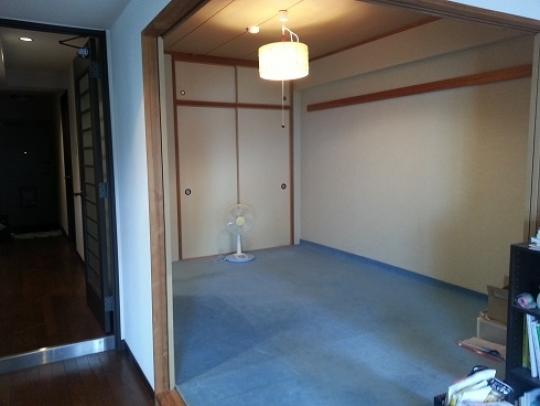 個室 - 閑静な住宅街、マンション上階3LDKのお部屋です。和室6畳(即入居OK)} - ルームシェアルームメイト