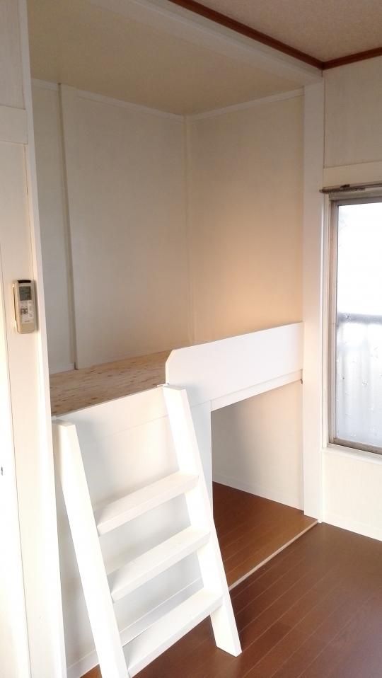 個室 - 東武東上線鶴瀬。個室22000~28000円。エアコン、ベッド、鍵付。池袋まで約25分です。} - ルームシェアルームメイト