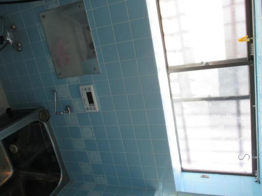 風呂 - 洋室6畳+6畳の2室あり+4畳の大きなベランダあり2階の日当たりの良い南向き+10畳の共用リビング付きで3.9万円/月} - ルームシェアルームメイト