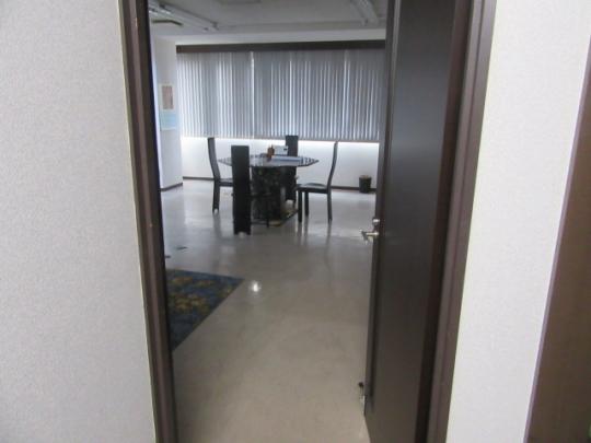 玄関 - オフィスやサロン等にスペースを貸したい・・+多目的ルーム(1Room+バス&トイレ付)} - ルームシェアルームメイト