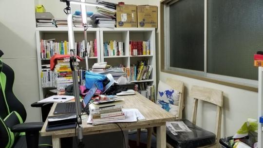 会議室 - 港区麻布台、六本木徒歩9分の365日24時間利用可能な作業オフィススペースです。WIFI、荷物の受け取り、ロッカーあり、住所利用も可です。} - ルームシェアルームメイト
