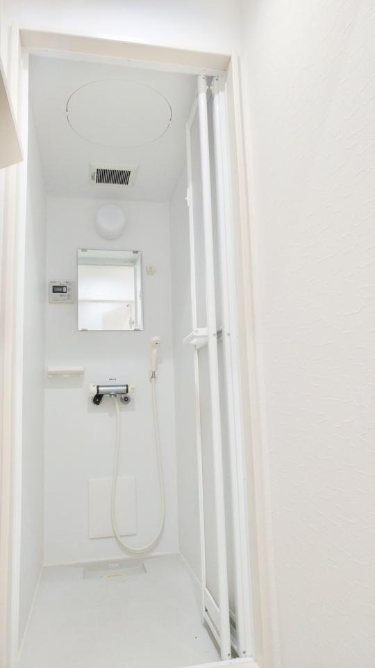 シャワー - ⭐️【築浅シェアハウス】⭐️ミルキーハウス大井町} - ルームシェアルームメイト