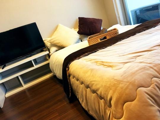 ベッド - 家具家電付き 民泊許可物件 1泊4000円~ 大阪旅行・出張} - ルームシェアルームメイト