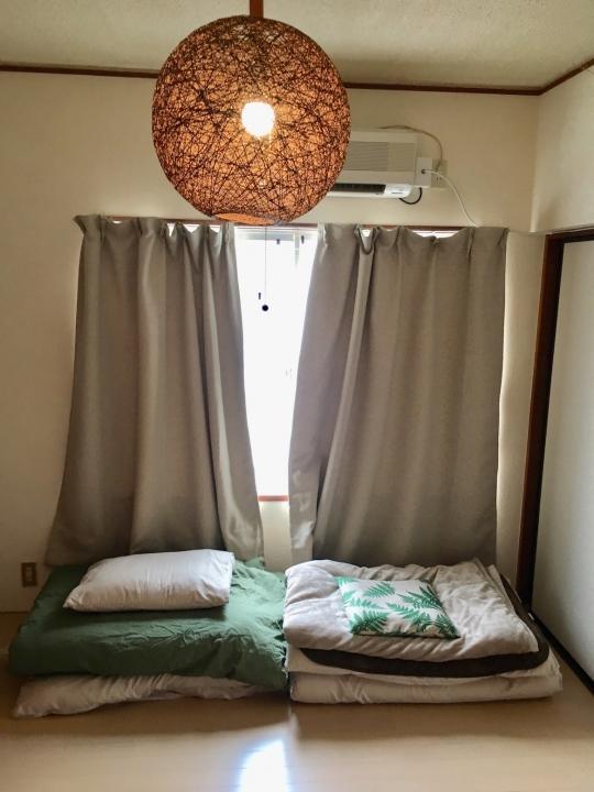 個室 - 小田原駅近(仕事や観光に便利)} - ルームシェアルームメイト