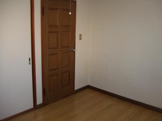 個室 - ★女性限定 一軒家の鍵付き個室、安心して生活できます★} - ルームシェアルームメイト