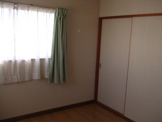 シェアメイト - ★女性限定 一軒家の鍵付き個室、安心して生活できます★} - ルームシェアルームメイト
