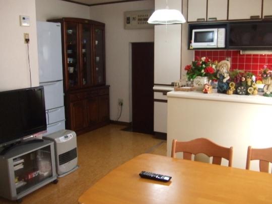 キッチン - ★女性限定 一軒家の鍵付き個室、安心して生活できます★} - ルームシェアルームメイト